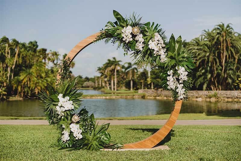 flowers placed around circle